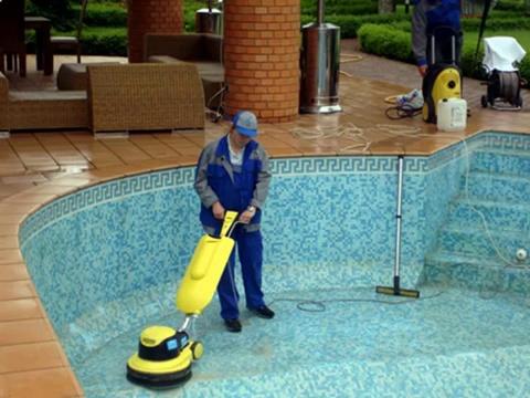 Очистка бассейна